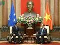 Presiden Viet Nam, Tran Dai Quang menerima Ketua Parlemen Federasi Mikronesia, Wesley W.Simina