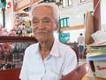 Kakek penulis surat sewaan yang paling lama di Kantor Pos Sentral Sai Gon