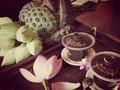Saborear el té en el verano de Hanói
