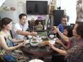 Familienessen zur Verbindung der Mitglieder in Hanoier Familien