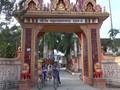 Pagoda Lakhanavong Xung Thum membantu para murid miskin bersekolah