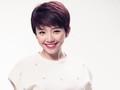 La cantante atractiva Toc Tien