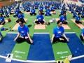 Kira-kira 1550 orang melakukan konfigurasi Yoga di Kota Hanoi