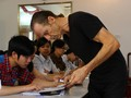 Американский ветеран войны ведёт уроки английского языка для вьетнамцев
