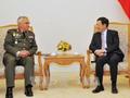 รองนายกรัฐมนตรี ฝ่ามบิ่งมิงห์ ให้การต้อนรับประธานคณะกรรมการกองทัพพันธมิตรยุโรป