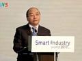 Nguyen Xuan Phuc au colloque sur le développement de l'industrie intelligente