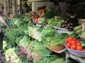 暴雨导致河内多个菜市场青菜价格猛涨
