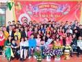 Las personas mayores protagonizan la preservación de la tradición familiar en Vietnam