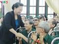 Ketua MN Nguyen Thi Kim Ngan mengunjungi dan memberikan bingkisan kepada  prajurit disabilitas di Provinsi Ha Nam