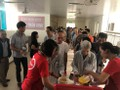 Kelompok pemberi bubur amal berbagi rasa kasih sayang kepada para pasien miskin