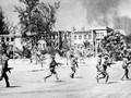 Kemenangan dalam perang membela daerah perbatasan Barat Daya Viet Nam dan kememangan atas rezim genosida yang dilakukan bersama  dengan rakyat  Kamboja-Tonggak merah bersejarah dalam hubungan Viet Nam