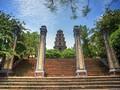 Pagoda Thien  Mu-pagoda yang suci di samping tepian sungai Huong