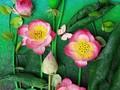 Huynh Nhu Truc et des fleurs en papier de soie