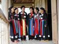 Своеобразная традиционная одежда женщин субэтнической группы Каолан в провинции Бакзянг