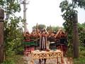Культовый обряд у ворот в селение народности М'нонг
