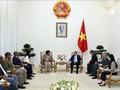 Премьер-министр Вьетнама принял министра обороны и военных ветеранов Южноафриканской Республики