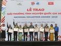 Menyampaikan Hadiah Relawan Nasional tahun 2018