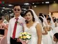 Ước ao được mặc váy cưới, cặp vợ chồng khiếm thị vượt hàng trăm km về Hà Nội