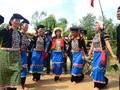 Trang phục và khăn đội đầu của phụ nữ dân tộc Si La