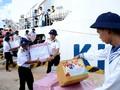 长沙岛县驻军战士和居民欢度温馨春节