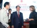 Vizepremierminister Vuong Dinh Hue nimmt an der Konferenz zur Verbesserung der Politik zur Förderung ausländischer Investitionen teil