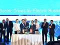 (유) VinFast생산경영회사와 베트남 Siemens회사는 전기버스 제조 기술 및 부품 공급 계약서 체결