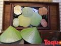 О молодом Нгуен Тхань Тхао, который изготавливает островерхую шляпу «нон» из лотоса