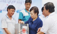 Ha Tinh fishermen offered medicine aids