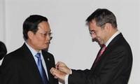 Vietnamese academics awarded France's Order of Academic Palms