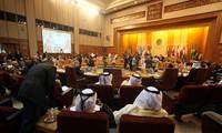 Semua negara  Arab menolak  intervensi  militer dari luar di Suriah.