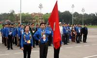 Liga Pemuda  Komunis Ho Chi Minh mengadakan upacara melaporkan  prestasi  dan  berziarah ke Mousolium  Presiden Ho Chi Minh