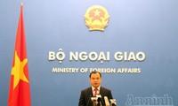 Vietnam dengan gigih memprotes Tiongkok melaksanakan uji penerbangan ke pulau karang Chu Thap.
