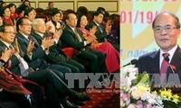Pemimpin Partai dan Negara menemui para anggota MN Vietnam dari kota Hanoi dari berbagai periode