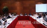 Meneruskan  sidang-sidang dalam rangka Konferensi SOM 2 APEC
