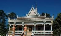 Mengunjungi beberapa pagoda di provinsi Soc Trang