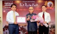 "Penghargaan: ""Bui Xuan Phai-Demi perasaan cinta kepada  kota Hanoi""  kali ke-10  menandai satu dekade  memuliakan perasaan cinta kepada kota Hanoi"