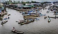 Pasar terapung Nga Nam kaya dengan budaya air daerah dataran rendah sungai Mekong