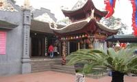 Kuil Cua Ong: Bumi  spritualitas   Cam Pha di provinsi Quang Ninh