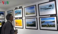 Pameran foto  tentang manusia, laut dan pulau Vietnam di Paris