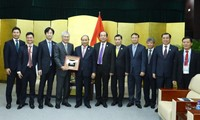 PM Vietnam, Nguyen Xuan Phuc menerima para pemimpin  dari grup-grup  besar yang menghadiri APEC