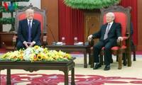 Sekjen  KS PKV, Nguyen Phu Trong menerima Presiden AS, Donald Trump