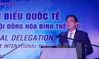 Memperketat solidaritas yang terkait dan persahabatan tradisional antara rakyat Vietnam dengan rakyat dunia