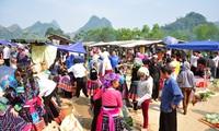 Pasar lama di bawah kaki gunung Hoang Lien Son