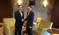 Deputi Harian Menlu Viet Nam, Bui Thanh Son melakukan kunjungan kerja di Singapura  dan India