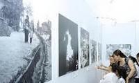 「上空ハノイ・デンビェンフー:20世紀の叙事詩」書籍展示会