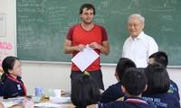 「優秀市民」称号のグェン・チョン・ビン教師