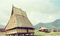 ソダン族の村の集会所「ロン」とは