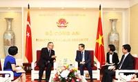 ラム公安大臣、日越特別大使と会見