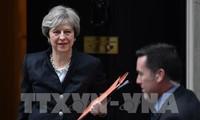 メイ英首相、EU離脱交渉の加速でユンケル欧州委員長と一致