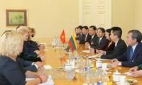ティン国家副主席、リトアニアの首相と会見